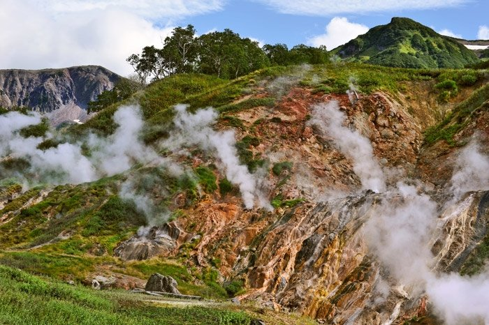 1326287272_Valley-of-Geysers-Russia