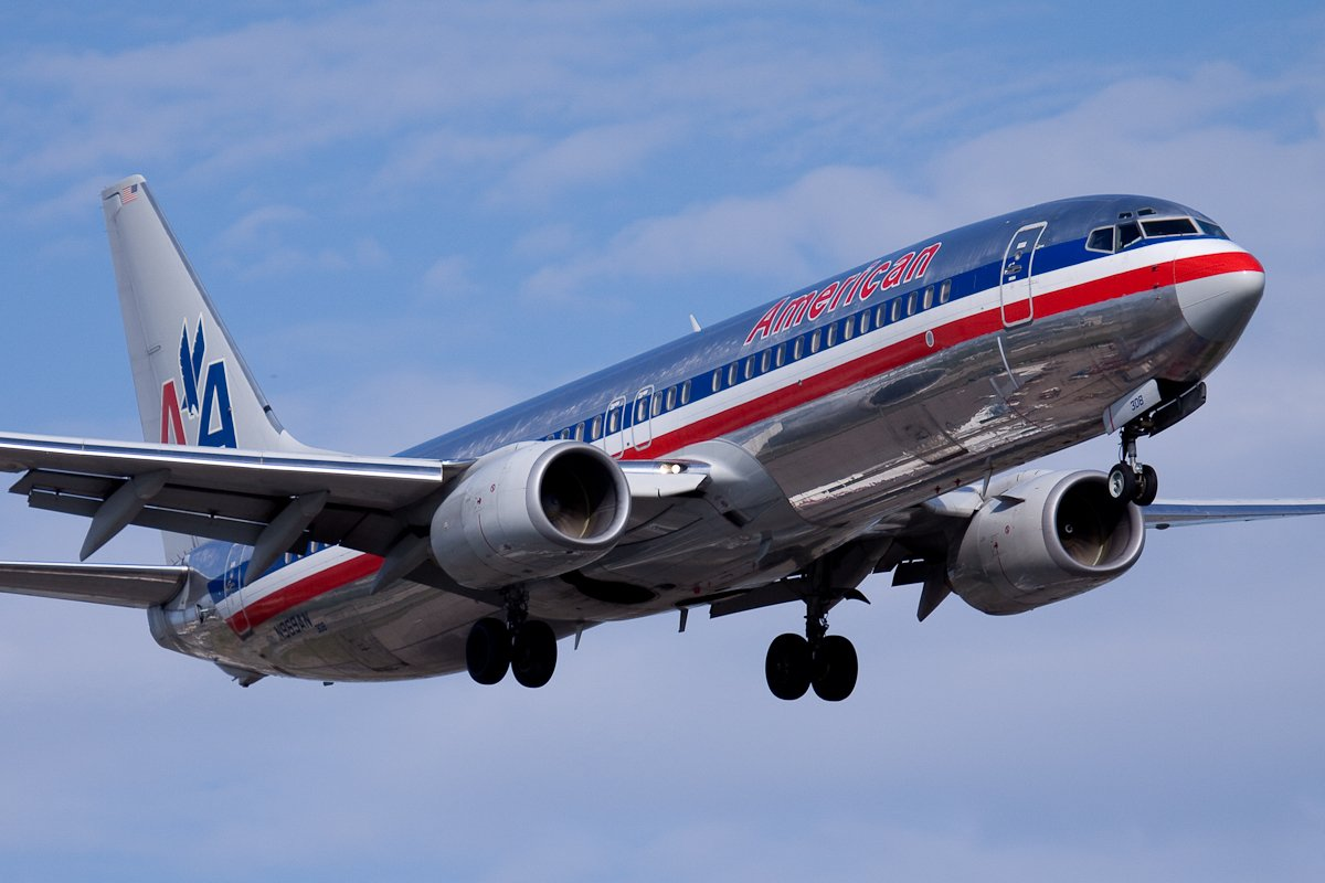 American.Airlines.Boeing.737-800.YUL.2009
