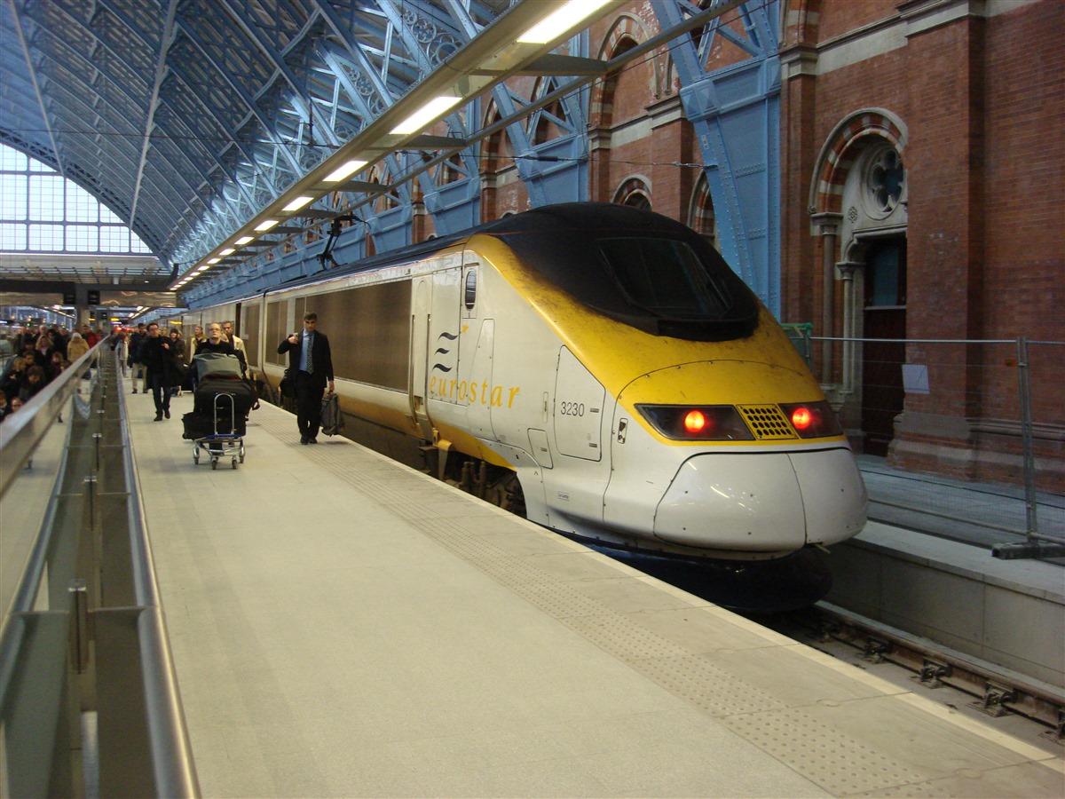 Eurostar_at_St_Pancras_railway_station (1)