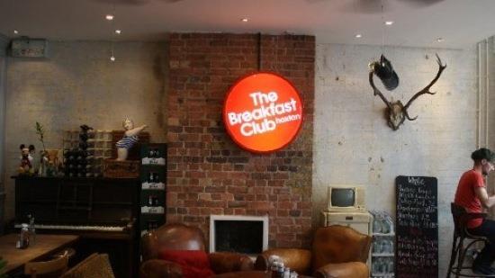 the_breakfast_club_hoxton_london_cafe_photos_01