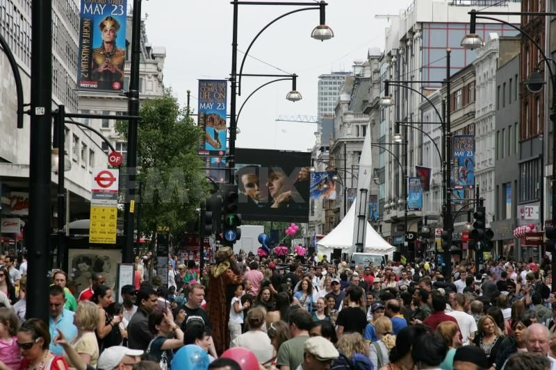 1243272849-oxford-street-car-free-day-for-night-at-the-museum-275038_75038