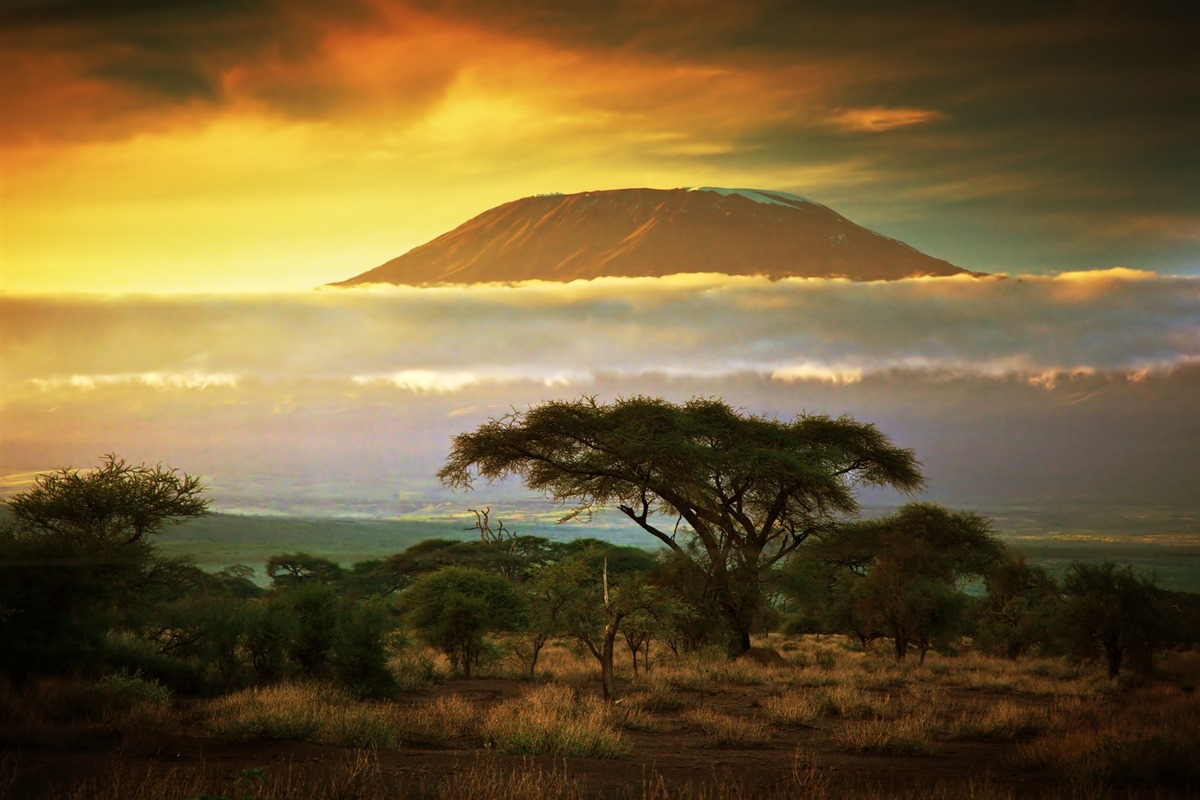 mount_kilimanjaro_and_clouds_line_at_sunset__view_by_macinivnw-d68n26d