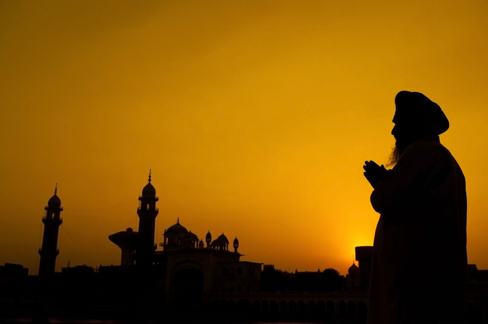 Silhouete-of-a-man-praying-Amritsar